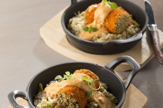 Witte quinoa met pastasaus met room en kipstammetje